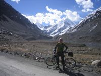 Cycle Pakistan Kyrgzstan China cyclist admire view