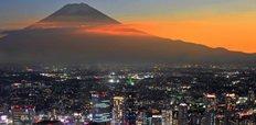 Mt_Fuji_and_Yokohama_city_in_twilight