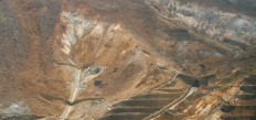 Aerial_view_of_a_sulfur_quarry_in_Hakone01960