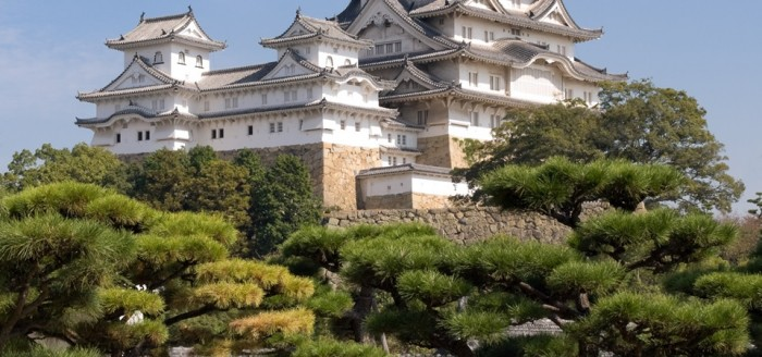 Himeji_Castle_-_with_bonsais_960