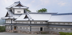 Kanazawa_castle_Japan._90-yard-long_warehous