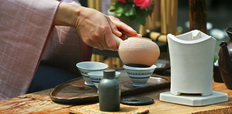 Traditional_tea_ceremony_in_Japan-232