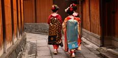 three_maiko_in_kyoto