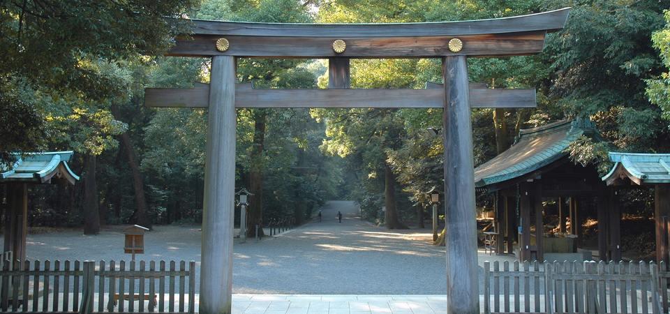 wooden_gate_in_meiji_shrine_tokyo_japan.jpg960